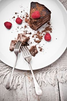 (via 500px / Chocolate pie with raspberry by Natalia Lisovskaya)