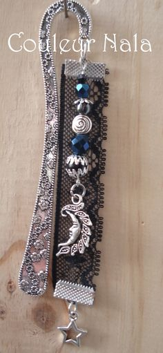 """Marque pages bijoux de 12cm, dentelle noire, breloque """"lune"""", perles verre, hématite : Marque-pages par couleur-nala"""