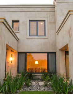 Un Jardín Interior | Ricardo Pereyra Iraola Exterior Design, Interior And Exterior, Main Entrance Door Design, Facade House, Modern Landscaping, Home Decor Furniture, My Dream Home, My House, Architecture Design