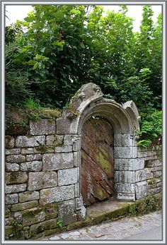 Maybe our secret garden entrance could looks like some of the ruins we've visited over the eyars?