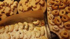 Rezeptsammlung für Weihnachtsplätzchen: Vanillekipferl mit Mandeln und Cranberrys, Zitronen-Kokos-Spritzschlangen, Gewürzschnittchen, Quarkstollen-Konfekt, Spekulatius, Weißer Nougat, Erdnuss-Toffee, Bremer Brote, Marzipanplätzchen, Gewür...