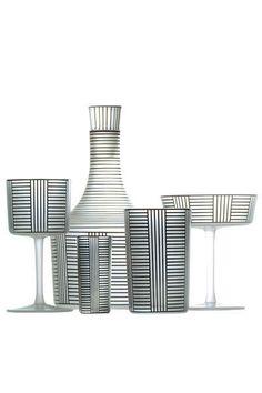 Série B, service en cristal soufflé, entièrement réalisé à la main.    De 100 euros la flûte à 1 000 euros la carafe, Lobmeyr Hoffmann,