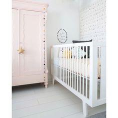 "@cozykidznl's photo: ""Love this corner in our showroom! #cozykidznl #oeufnyc #kidsroom #nursery #babyroom #kinderkamer #babykamer #barnrum #kinderkamerstyling #kinderkamerstylist #kinderkameraccessoires #childrensinteriordesign #kidsdeco #barnruminspo #camcamcopenhagen #fermliving #fermlivingkids"""