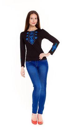 """Вышитая женская футболка черная с длинным рукавом """"Украинский орнамент синий"""""""