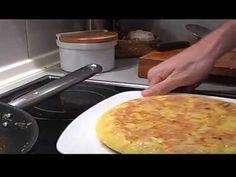 Nasekane zemiaky najskor upravime na oleji, potom zmes pridame do rozslahanych vajec / dochutime / a dokoncime na panvici - odporucam pozriet cely recept ;)