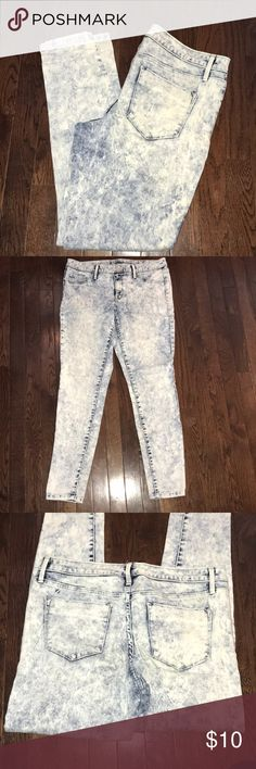 Women's Mossimo Denim Jean Legging Size 10. Like New! Acid washed. Super soft and stretchy. Mid rise. Mossimo Supply Co Jeans Skinny