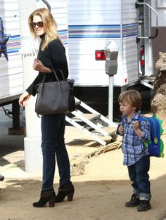 Ali Larter's son Theodore spotted with our Dino ZOO Backpack!