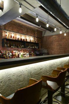 iluminación de una barra de bar © Louise Melchior