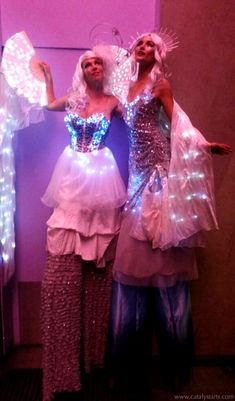 Practical Inspiration for Entertainers & Event Planners : Illuminated LED cloud 9 stilt walkers by Catalyst Arts in california Corporate Entertainment, Wedding Entertainment, Arts And Entertainment, Event Planning Tips, Event Themes, Event Lighting, Illuminated Letters, Cloud 9, Party Guests