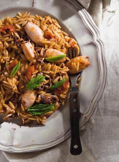 Squids and orzo pasta Greek Recipes, Wine Recipes, Seafood Recipes, My Recipes, Vegetarian Recipes, Greek Cooking, Think Food, Yummy Mummy, Fish And Seafood