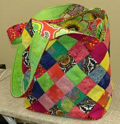 Sewing Bags How to Make a Mondo Bag: Step by Step Instructions - QuiltNotes - The Mondo Bag kit by Quiltsmart is a fun and easy bag to make. If you know how to use a sewing machine and can stitch a inch seam, you can make a Mondo Bag. Fabric Bags, Fabric Scraps, Fabric Basket, Sewing Hacks, Sewing Tutorials, Sewing Tips, Bag Tutorials, Bags Sewing, Sewing Ideas