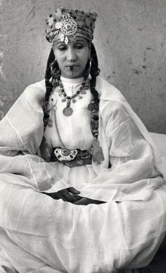 Africa   Woman in party outfit in the Dra Valley. Morocco   Jean Besancenot, 1950