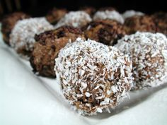 Aussie Christmas Rum Balls 10 Vita Brits or 10 Weet-Bix cup coconut 1 cup chopped raisins (optional) 2 tablespoons cocoa 1 g) can condensed milk 3 tablespoons bundaberg rum (dark rum) extra coconut or chocolate sprinkles Christmas Baking Gifts, Xmas Food, Christmas Cooking, Christmas Desserts, Christmas Treats, Christmas Foods, Christmas Recipes, Christmas Decorations, Holiday Gifts