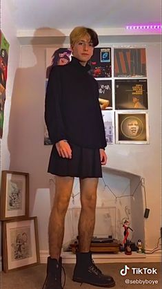 Guys In Skirts, Boys Wearing Skirts, Turtleneck Outfit, Black Turtleneck, Mode Queer, Aesthetic Grunge Outfit, Man Skirt, Androgynous Fashion, Doc Martens