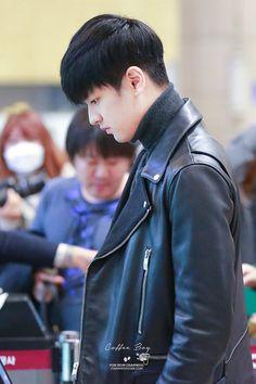 he needs to wear a leather jacket again omggggg! Chanwoo Ikon, Kim Hanbin, Pop Bands, K Pop, Koo Jun Hoe, I Love Him, My Love, Channel, Kim Ji Won