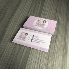 Cartão de visitas com acabamento em verniz total frente. #BusinessCard #CartãoDeVisita #Pink #UV #Rosa #Purple #White #Branco #Clothes #Creative #GraphicDesign #Cosplay #Venda #Anime #Benitenguland #Mushroom #GuaráDesign