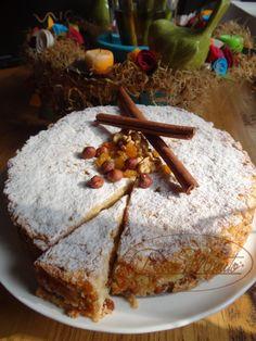 Tradicional Bolo de Maçã, delicadamente decorado