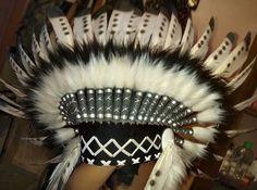 Penacho indio infantil de plumas, corto  Hecho a mano con plumas y tela de ante  Por favor, ten en cuenta que nuestros productos son creados