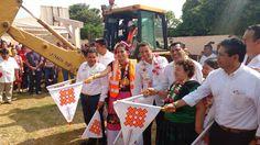 Yesenia Nolasco y Alejandro Murat entregan apoyos alimentarios y dan banderazo de obras en Tehuantepec