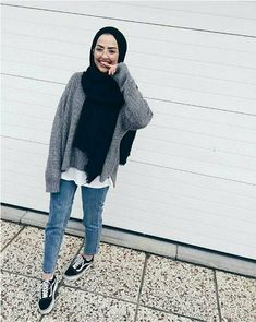 winter outfits hijab Outfit Ideas To Wear Winter H - winteroutfits Modern Hijab Fashion, Hijab Fashion Inspiration, Muslim Fashion, Mode Inspiration, Fashion Black, Fashion Ideas, Modest Fashion, Casual Hijab Outfit, Hijab Chic