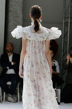 See detail photos for Giambattista Valli Fall 2016 Couture collection.