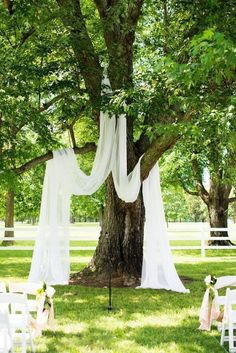 A simply-yet-romantic wedding ceremony idea - use the nature of your outside wedding to create an elegant setting. #WeddingCeremonyDecor #WeddingCeremony #OutdoorWedding #WeddingDecor #WeddingInspiration #WeddingPlanning #Weddings #weddingdecorationsideas