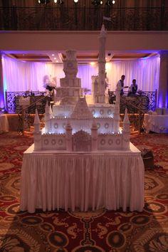 Castle Wedding Cake Yup a Prince and Princess Wedding Amazing Wedding Cakes, Elegant Wedding Cakes, Wedding Cake Designs, Pretty Cakes, Cute Cakes, Beautiful Cakes, Cakepops, Castle Wedding Cake, Bolo Cake