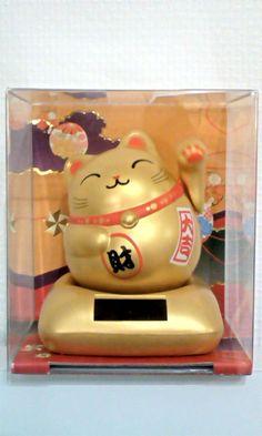 Maneki-neko (a welcoming cat)