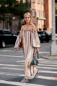 The Best Street Style Looks From New York Fashion Week Spring 2019 Best Street Style, Street Style Shoes, New York Fashion Week Street Style, Nyfw Street Style, Street Style Summer, Look Fashion, Trendy Fashion, Spring Fashion, Fashion Outfits