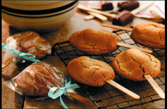 Time moved too slowly while we waited for these #cookie pops to cool.