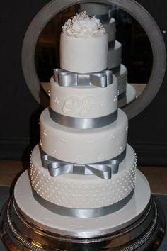 Gâteau de mariage Cake et Cupcake... You sharp hunny!!! lol