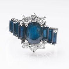 Saphir-Brillant-Ring 14 kt. WG. Ringkopf mit 7 Saphiren im Oval- und Baguetteschliff sowie 6 Brill. — Schmuck & Armbanduhren