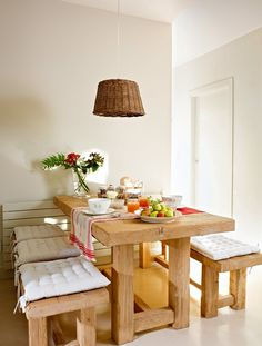 48 Stunning Small Dining Room Design Ideas - My Design Fulltimetraveler Kitchen Table Bench, Kitchen Decor, Dining Table, Dining Rooms, Wood Table, Kitchen Ideas, Kitchen Wood, Rustic Table, Kitchen Designs