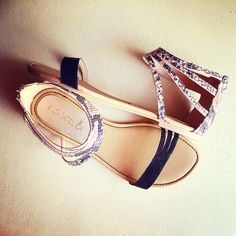 """""""Illy"""" Snake Negro #summershoes #womenshoes #sandals Alta