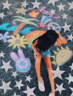 🌼Insta-audreyfengg - auds🦋 - We are sharing an Easy Sidewalk Chalk Art project that anyone can do. This Mosaic Sidewalk Chalk A, Chalk Wall, 3d Chalk Art, Chalk Design, Sidewalk Chalk Art, Sidewalk Chalk Pictures, Art Disney, Vsco Pictures, Artsy Photos, Chalk Photos