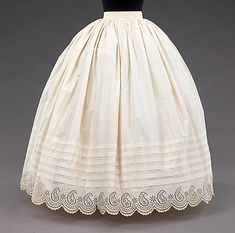 Petticoat Date: Culture: American Medium: cotton Dimensions: Length at CB: 41 ½ in. cm) Credit Line: Brooklyn Museum Costume Collection at The Metropolitan Museum of Art, Gift of the. 1850s Fashion, Victorian Fashion, Vintage Fashion, Moda Vintage, Vintage Mode, Vintage Outfits, Vintage Dresses, 1950s Dresses, Flapper Dresses