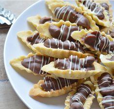 Ellouisa: Bootjes met karamel en chocolade Dutch Recipes, Baking Recipes, Cookie Recipes, Dessert Recipes, Xmas Cookies, No Bake Cookies, Cake Cookies, Morrocan Food, Arabic Sweets