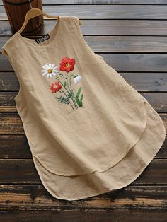 Daisy Flower Embroidery Sleeveless Tank Tops For Women is hot sold on NewChic, women tank tops with high quality guaranteed and fashion elements contained. Casual Chic Outfits, Fashion Outfits, Hand Embroidery Dress, Kurti Embroidery Design, Flower Embroidery, Stylish Tops For Women, Estilo Boho, Moda Online, Look Chic