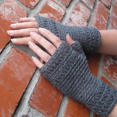 Anna Crochet Gloves Gray 2