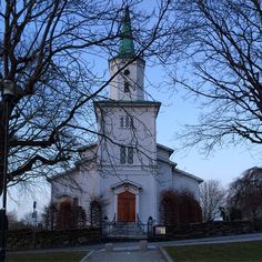 Frue Kirke/Hetlandskirken Jelsagata Stavanger, Mansions, House Styles, Instagram Posts, Home Decor, Decoration Home, Manor Houses, Room Decor, Villas