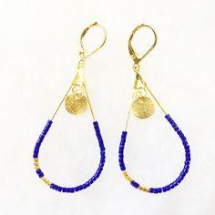 De légères boucles d'oreilles en perles Miyuki. Perles bleues, turquoises et dorées plaqué or. Sans nickel. Réalisation avec passion !  Nouveautés et actualités, retrouvez-moi sur : Instagram : @lescreademarie Blog : http://lescreademarie.blogspot.fr/ Facebook : https://www.facebook.com/pages/MCP-Les-Cr%C3%A9a-de-Marie/257933324329402 Twitter : https://twitter.com/LesCreadeMarie