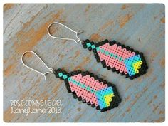 sandylandya@outlook.es Plumes roses - Earrings hama mini perler by Rose comme le ciel