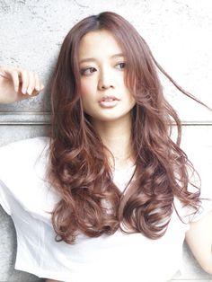 夏が終われば『巻き髪の秋』に!秋のトレンド先取りの可愛い巻き髪4選   プリキャンニュース