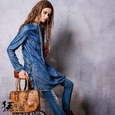 Синяя туника, украшенная мелкой вышивкой