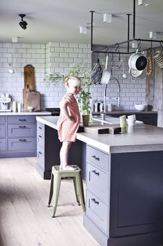 Vintage Rustic Kitchen Ideas - Josh and Derek Kitchen Dinning Room, Family Kitchen, Rustic Kitchen, New Kitchen, Kitchen And Bath, Natural Kitchen, Kitchen Decor, Kitchen Island, Layout Design