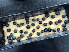 Heidelbeeren-Topfen-Zitrone (Ober- Unterhitze) Butcher Block Cutting Board, Food And Drink, Butter, Blueberry Cupcake Recipes, Yummy Cakes, Kaffee, Fruit Cakes, Lemon, Food And Drinks