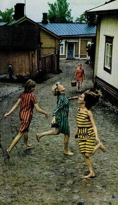 dancing in the rain (? I would dance like this in Marimekko dress :D . LIFE Magazine Bright Spirit of Marimekko June 1966 Marimekko, Mode Vintage, Vintage Love, Vintage Photos, Vintage Kids, Vintage Photography, Art Photography, Fashion Photography, Frases Good Vibes