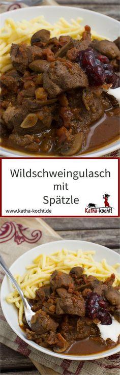 Wildschweingulasch mit Spätzle ist ein wunderbares Schmorgericht mit Wild. Perfekt als Sonntagsessen an kalten Wintertagen. Das Rezept für dieses leckere Soulfood gibt es auf katha-kocht!