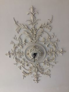 Ceiling Rose, Ceiling Lights, Interior Architecture, Interior Design, Stuck, Fancy Houses, Architectural Elements, Ceiling Design, Ceilings