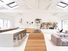 Modern Home Decor Ideas with Glass Sculpture #modernhomedecor